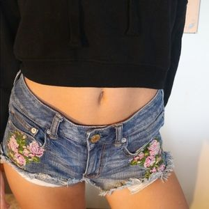 Short flower denim shorts
